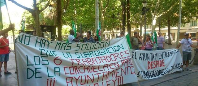 Trabajadores de La Corchuela manifestándose - Foto de Sevilla Directo